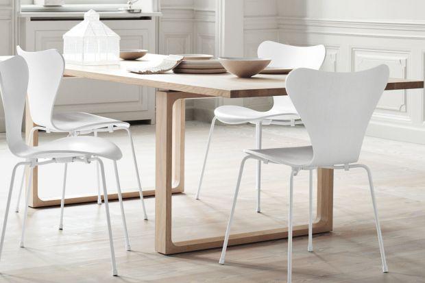 Stoły wsparte na drewnianych nogach kojarzą się zwykle z klasycznymi, przewidywalnymi projektami. Zobaczcie, jak mogą one wyglądać, gdy nic nie ogranicza wyobraźni i inwencji projektanta.