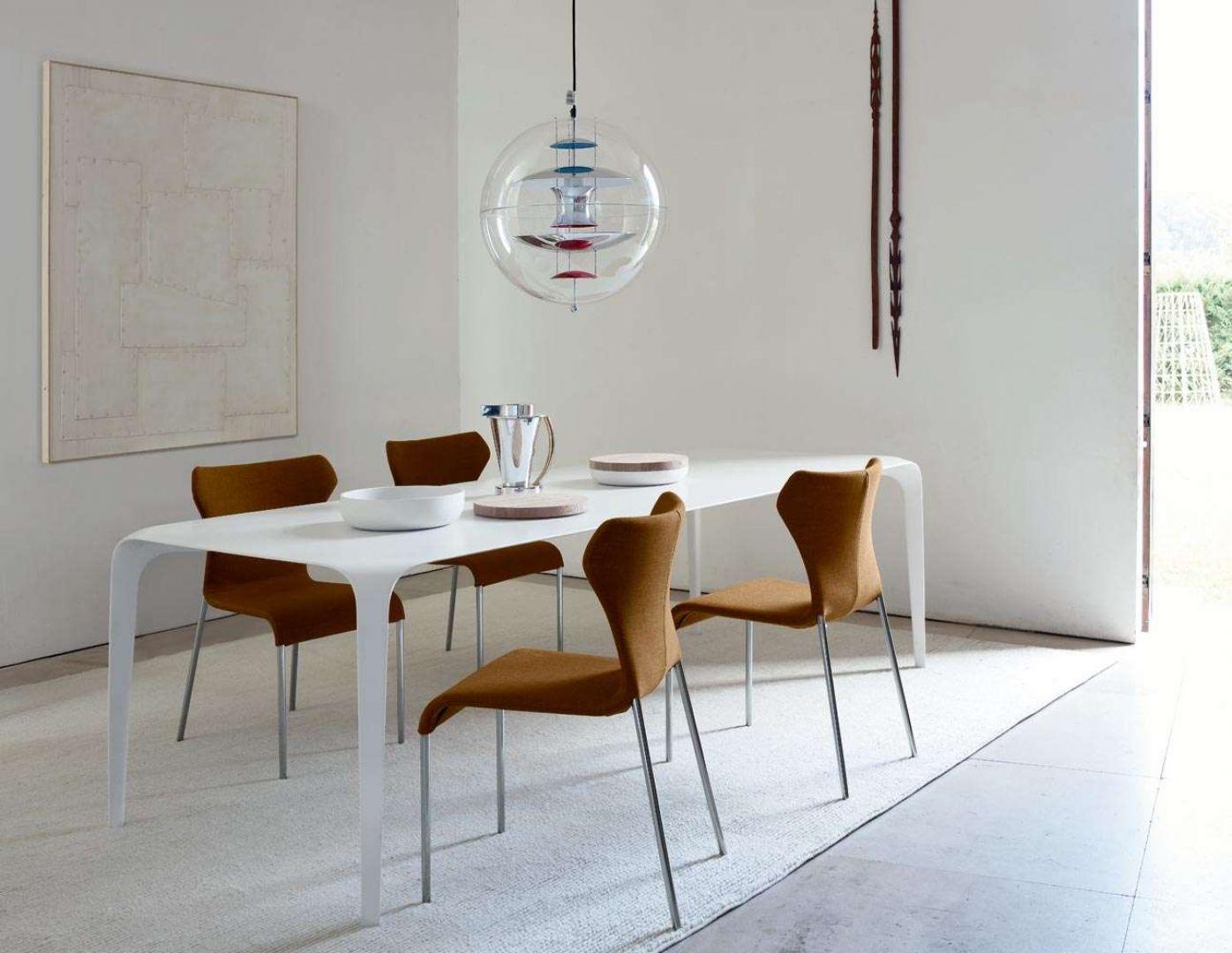 Krzesła z serii Papilio firmy B&B Italia. Projekt: Naoto Fukasawa. Fot. B&B Italia