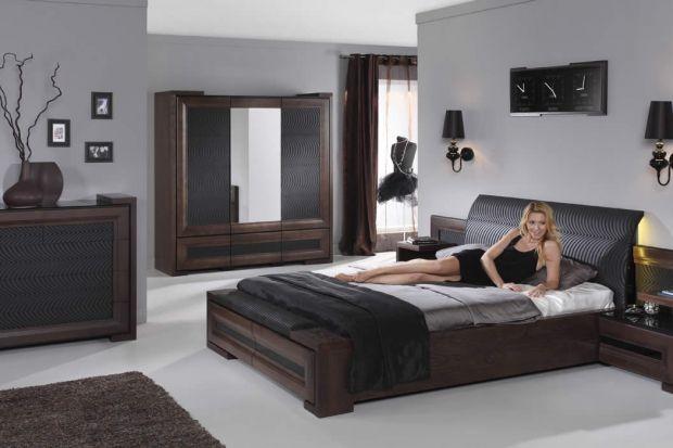 Szafki nocne są niezwykle praktycznymi meblami, które docenić powinni zwłaszcza właściciele większych sypialni.