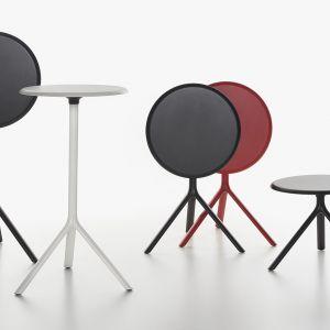 "Kolekcja stolików ""Miura"" firmy Plank. Projekt: Konstantin Grcic. Fot. Plank"