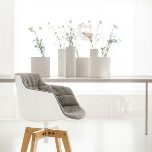 """Fotel """"Flow Slim Padded"""" firmy MDF Italia. Projekt:  Jean Marie Massaud (oferta Rooms). Fot. MDF Italia"""