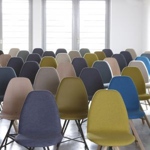 "Krzesła ""Square"" holenderskiej marki Spoinq. Fot. Spoinq"