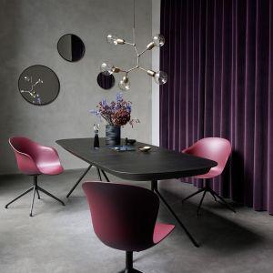 """Stół z kolekcji """"Ottawa"""" firmy BoConcept. Projekt: Karim Rashid. Fot. BoConcept"""