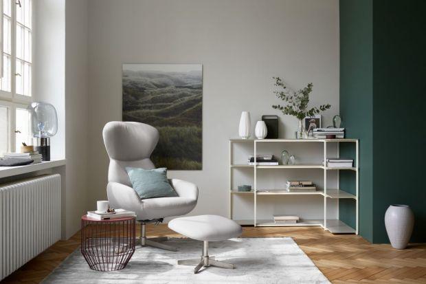 W dobry fotel uzupełniony podnóżkiem warto zainwestować - odpłaci nam za to wyjątkowym komfortem użytkowania. Taki mebel chyba każdy chciałby mieć w swoim salonie.