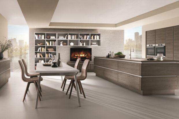 Salon połączony z kuchnią to aranżacyjne wyzwanie, zwłaszcza jeśli chcemy uzyskać efekt harmonii, jednolitości stylistycznej i kolorystycznej obu stref. Ważne jest zachowanie między nimi odpowiednich proporcji, a także dobór stosownych mebli i