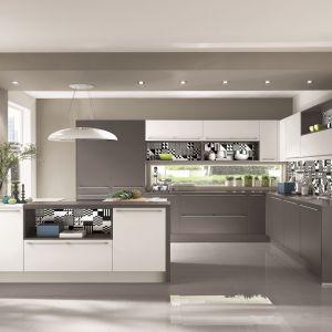 Proste formy, czyste linie, szarość i biel - to przepis na nowoczesną kuchnię. Fot. Nobilia
