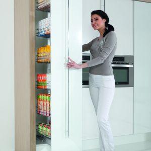 Systemy elektrycznego wspomagania sprawdzają się w szafkach i szufladach różnego typu i o różnym przeznaczeniu. Fot. Rejs