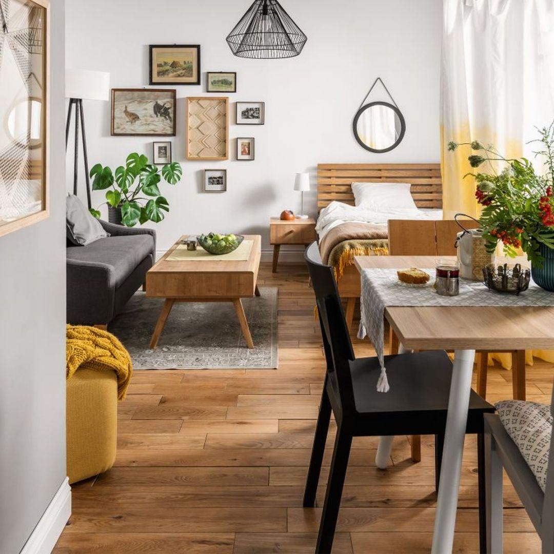Stół z serii Balance, krzesła Simple - aranżacja niewielkiego wnętrza. Fot. Vox