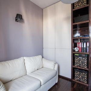 Na rynku są dostępne modele półek zaprojektowane specjalnie z myślą o domowych kątach. Fot. The Space