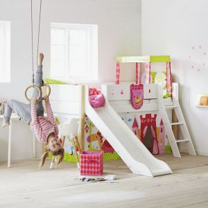 Łóżko ze zjeżdżalnią to wymarzony mebel dla aktywnych dzieci. Fot. Flexa