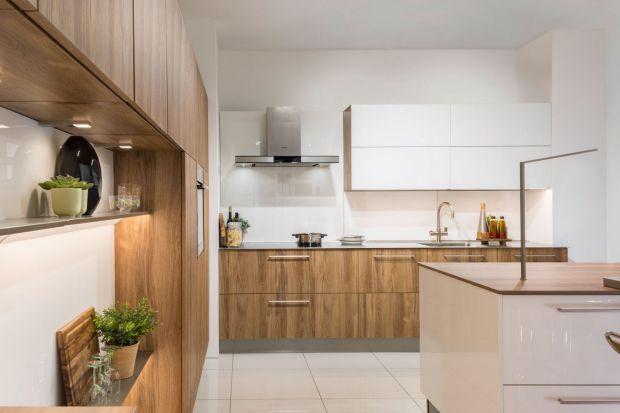 Jaki jest idealny przepis na kuchnię w nowoczesnym stylu? Do efektownej aranżacji dodaj garść praktycznych rozwiązań, a całość przypraw odrobiną ponadczasowej elegancji. A co pomoże ci osiągnąć taki efekt? Sprytne triki oczywiście! Poznaj z