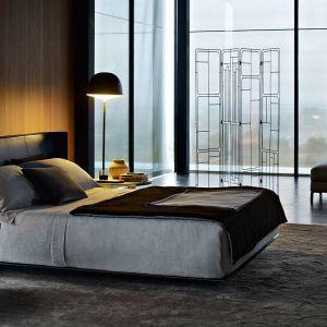 Łóżko Alys firmy B&B Italia. Projekt: Gabriele i Oscar Buratti. Fot. B&B Italia