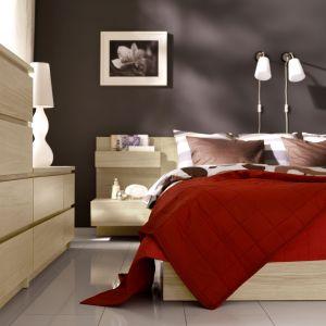 Komody różnej wielkości w sypialni Malm. Fot. IKEA