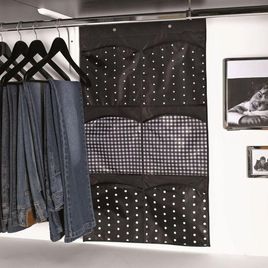 Materiałowy organizer do szafy z 6 przegródkami. Fot. Bonami