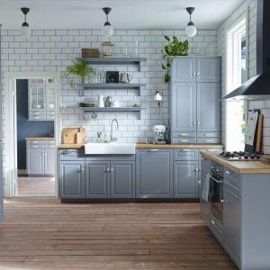 Klasyczna zabudowa marki IKEA przeznaczona do aranżacji niewielkiej kuchni. Fot. IKEA