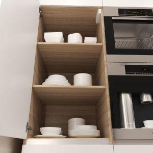 Coraz częściej kuchnia jest połączona ze strefą dzienną, a to wymaga niezwykłej staranności w doborze zabudowy meblowej. Otwarty front mebla powinien wyeksponować jego estetyczne wnętrze. Fot. Hettich