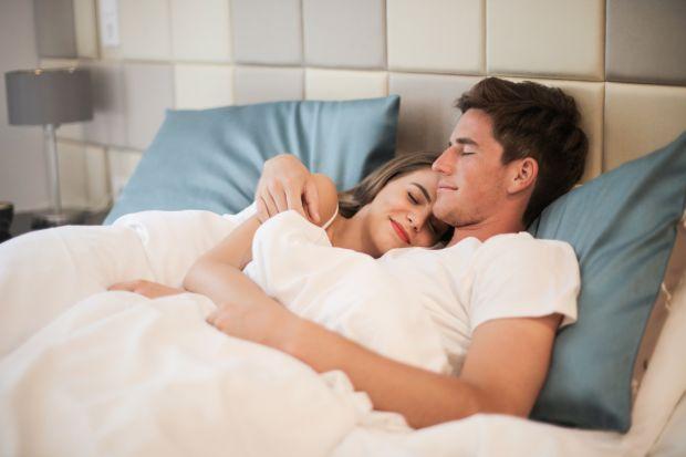 Bardzo rzadko zdajemy sobie sprawę z tego, jak ważne dla naszego zdrowia i dobrego samopoczucia jest to, na czym śpimy. Niewygodny lub zużyty materac, wersalka czy rozkładana rogówka? Czas z tym skończyć i zdecydować się na odpowiedni, indywidua