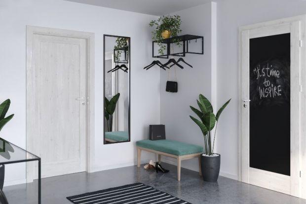 Ciasny przedpokój może być zmorą niejednego małego mieszkania. Istnieją jednak sposoby na to, aby optycznie go powiększyć.