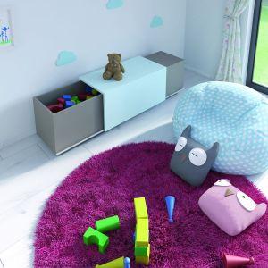 Miejsce do przechowywania zabawek i ławka w jednym.  Fot. Hettich