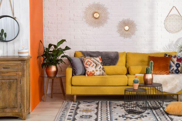 Głęboka zieleń, pudrowy róż, pomarańcz i musztardowa żółć to najmodniejsze kolory we wnętrzach w tym sezonie. Jak je wprowadzić do mieszkania, aby uniknąć wrażenia chaosu i przeładowania? Przeczytaj porady eksperta!