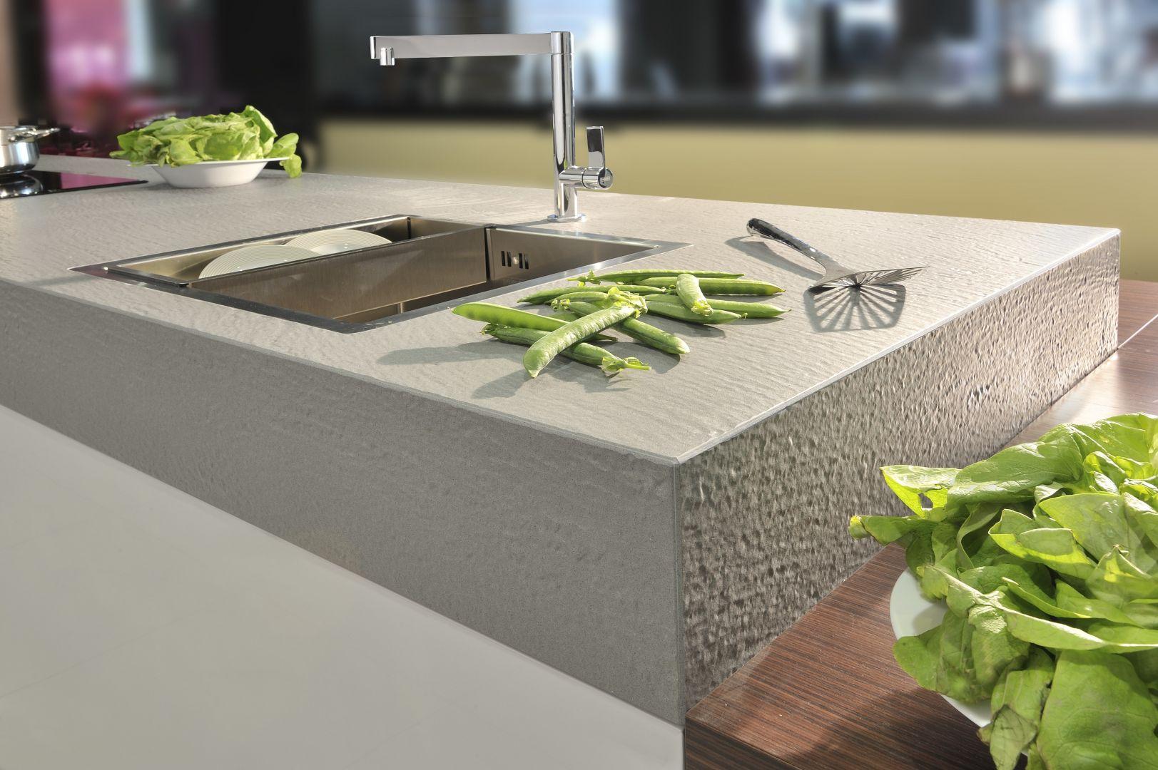 Blat kuchenny Crystal Royal wykonany z materiału kompozytowego. Fot. Technistone