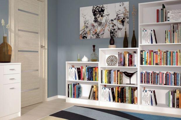 Jeśli masz w domu dużo książek i lubisz spędzać czas na ich czytaniu, warto pomyśleć o stworzeniu domowej biblioteczki i kącika do czytania. Odpowiednie meble i dodatki ułatwią dostęp do zbiorów i uprzyjemnią chwile z lekturą.