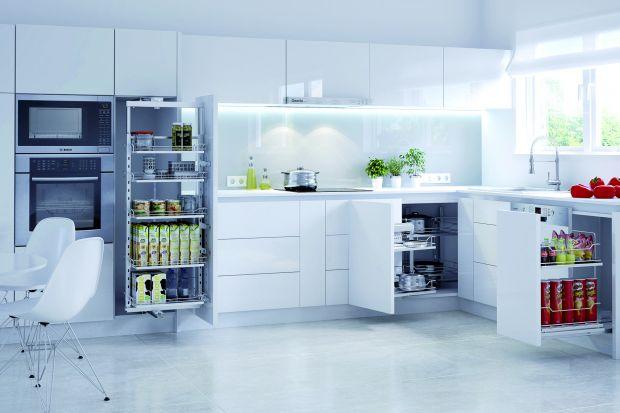 W kuchni ważne są nie tylko meble, ale także ich wnętrze. Chociaż kuchenne szuflady i carga otwieramy tylko od czasu do czasu i zwykle tylko na moment ukazujemy ich mechanizmy, warto dopasować ich kolory do frontów i blatów.