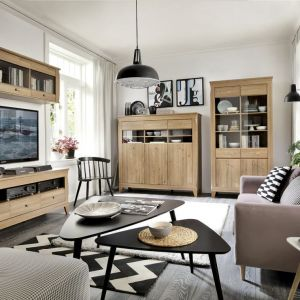 """Kolekcja """"Bergen"""" (Black Red White) bazuje na tradycji i ciepłym kolorze drewna modrzew sibiu złoty.  Fot. Black red White"""