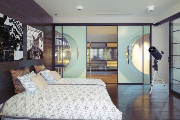 Mały metraż to wielkie wyzwanie w trakcie aranżacji zarówno pojedynczego pomieszczenia, jak i całego mieszkania. W takiej sytuacji świetnym pomysłem może okazać się zastosowanie szkła, które może zapewnić wrażenie przestronności.