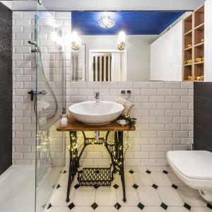 W sypialni i łazience liczą się umiar i stworzenie atmosfery odpowiedniej dla naszego odpoczynku i relaksu. Fot. Pracownia Kodo