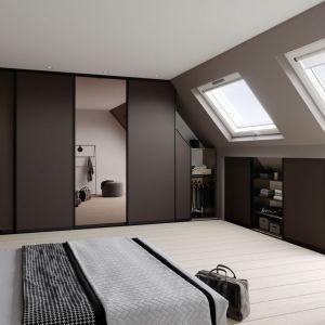 Sypialnia na poddaszu może być atrakcyjnym wizualnie i funkcjonalnym pomieszczeniem. Fot. Raumplus