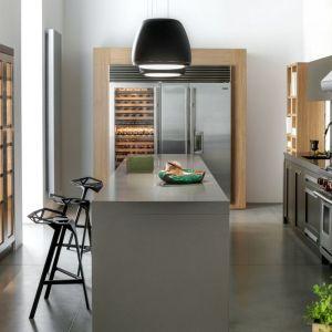 """Projektanci kuchni """"New York"""" firmy Zajc nie zapomnieli o praktycznej szafie na wino. Fot. Zajc"""
