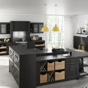 """Wyspa w kuchni """"London"""" firmy Bauformat została wyposażona w półki na wino. Fot. Bauformat"""