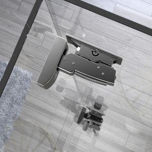 Za szklanym frontem widoczne są wszystkie elementy, dlatego należy zadbać o estetykę techniki meblowej. Fot. Hettich