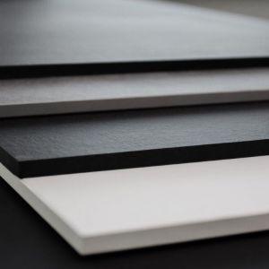 Blaty z litego laminatu umożliwiają trzykrotną redukcję grubości blatu w stosunku do tradycyjnych blatów z płyty wiórowej. Fot. Abet Laminati