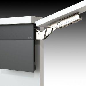 Mechanizmy tego typu sprawiają, że fronty otwartych szafek nie tylko nie przeszkadzają podczas pracy w kuchni, ale również nie kolidują z innymi szafkami. Fot. Amix