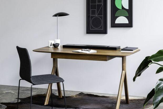 """""""Lopp"""" to nowa kolekcja mebli Noti, zaprojektowana przez poznańskie studio Bartłomieja Pawlaka i Łukasza Stawarskiego. W jej skład wchodzą: biurko, sekretarzyk i toaletka. To trzy odsłony wzorniczej oazy, przeznaczonej do samodzielnej prac"""