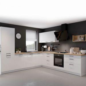 Producenci mebli kuchennych coraz częściej oferują możliwość dobrania wysokości szafek wiszących do indywidualnych potrzeb użytkownika. Fot. Kam