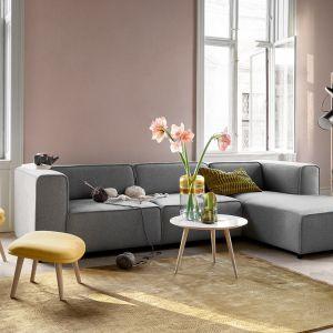"""Salon w stylu hygge według BoConcept. Na zdjęciu: sofa """"Carmo"""". Fot. BoConcept"""
