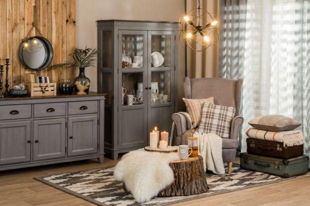 Wnętrze pełne drewnianych mebli, naturalnych dodatków, miękkich tekstyliów, któremu dodatkowego uroku dodaje kominek opalany drewnem, to trend, który zapanuje w 2019 roku. Styl cosagach ma swoje korzenie w Szkocji, jednak doskonale sprawdzi się w
