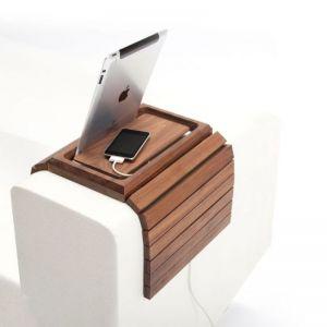 """Siedzisko """"Embrace"""" ze specjalną nakładką przeznaczoną do ładowania urządzeń mobilnych. Fot. Spell/BM Housing"""