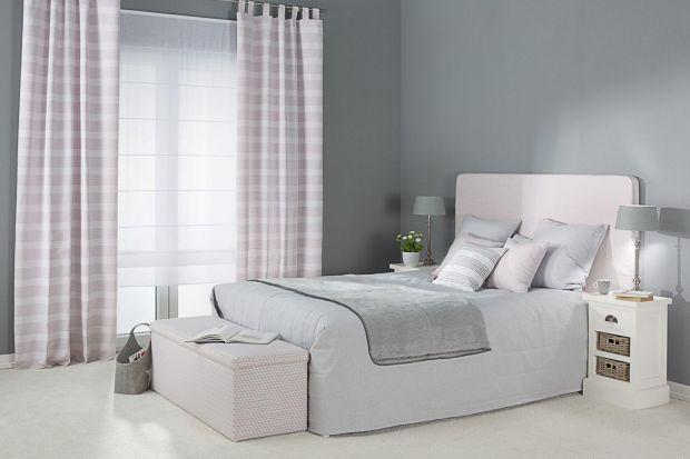 Sypialnia, w której zastosowano jasne kolory, wcale nie musi być sterylna i chłodna. Wręcz przeciwnie - wśród bieli, kremów, odcieni beżu i jasnej szarości można stworzyć romantyczne, pełne ciepła i przytulności wnętrze.