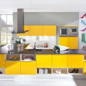 Rozwiązanie dla odważnych - kuchenne fronty w energetycznym żółtym kolorze. Fot. Ballerina