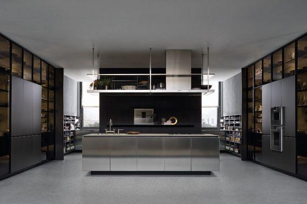 Współczesne kuchnie przestały wyglądać jak pomieszczenia, które trzeba odseparować od reszty domu. Przemyślane w każdym centymetrze, komfortowe, dopracowane w najdrobniejszych szczegółach, dopominają się o potraktowanie równe strefie dzienne