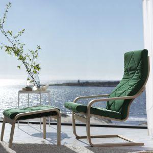 Znany od lat i popularny fotel Poäng z podnóżkiem. Fot. IKEA