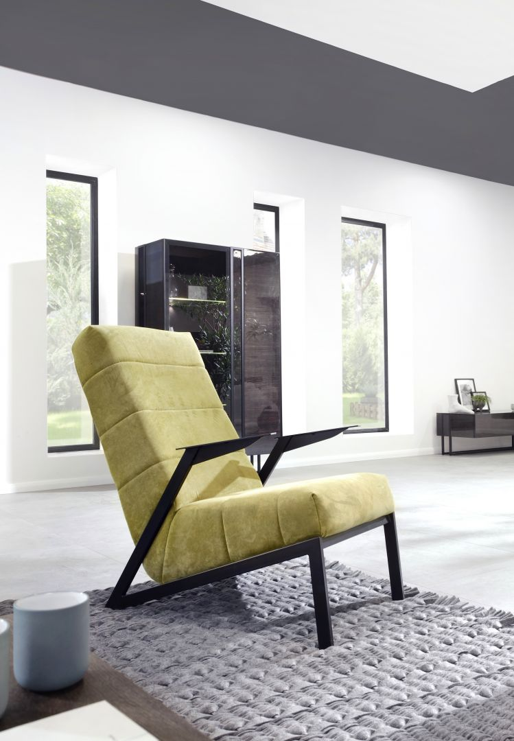 Fotel Agat o ciekawej formie podstawy. Fot. Motiv Home