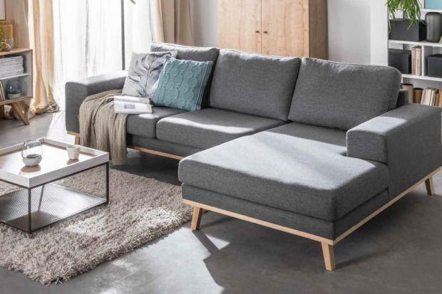 Lubimy narożniki głównie dlatego, że pomagają rozwiązać problem nieustawnych kątów pomieszczenia. Z narożną sofą kąt staje się bardziej przyjazny, zachęca do odpoczynku i ułatwia spójną aranżację wnętrza.