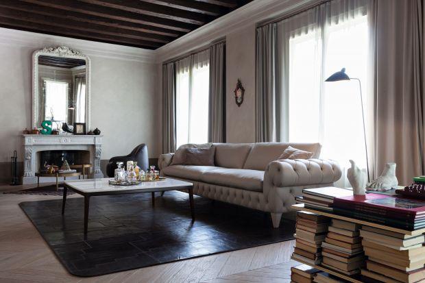 Szarość to kolor stonowanej elegancji, ponadczasowy i zawsze na czasie.Utrzymany w takich odcieniach salon będzie spokojną, przytulną oazą relaksu.
