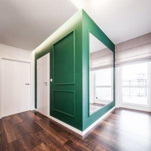 Korytarz to pierwsze pomieszczenie, z którym mamy styczność zaraz po przekroczeniu progu. Projekt: Kodo Projekty i Realizacje. Fot. Kodo
