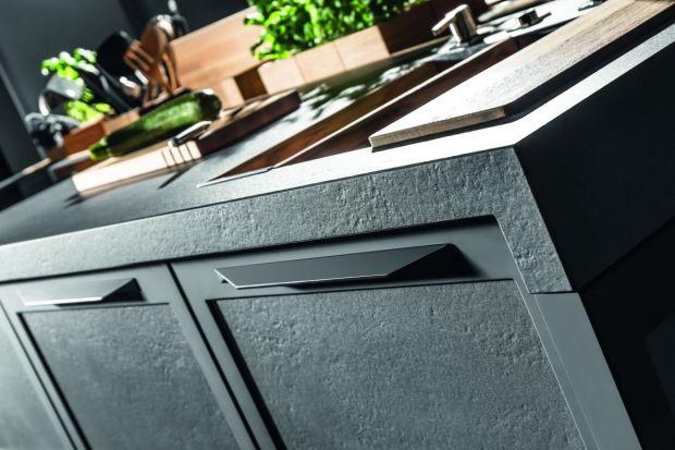 W 2019 roku wśród uchwytów do mebli kuchennych prym będą wiodły proste, minimalistyczne modele. Klienci indywidualni i projektanci chętnie będą też sięgali po produkty w kolorze czarnym.